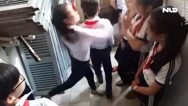 Hiệu trưởng trường 3 nữ sinh bị đánh dã man: Chúng tôi rất đau lòng! - 1