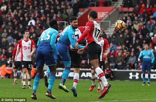 """Southampton - Arsenal: Đòn phủ đầu và """"cái đầu vàng"""" 1"""