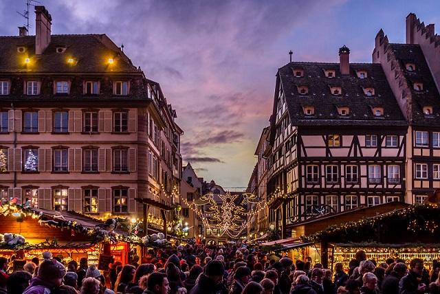 Không khí nóng rực tại 7 thành phố lộng lẫy nhất dịp Giáng sinh - 5