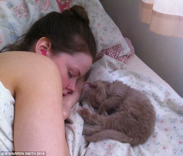 Căn bệnh kỳ quái khiến thiếu nữ dùng cả thanh xuân chỉ để… ngủ