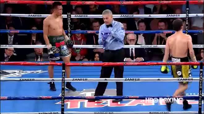 """Boxing: Tranh đấu """"tóe lửa"""", võ sĩ rách tai đổ máu như Holyfield"""