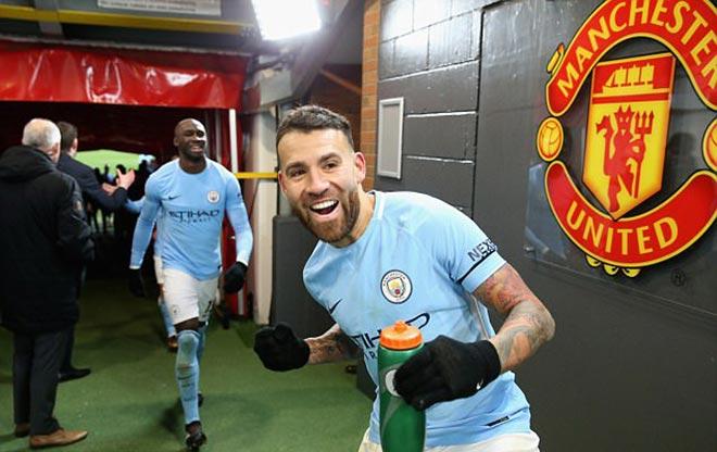 Mourinho cà khịa cầu thủ Man City, bị ném chai nhựa vào đầu 2