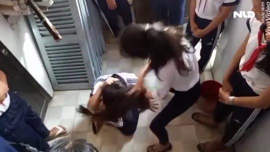 Buộc thôi học 2 nữ sinh