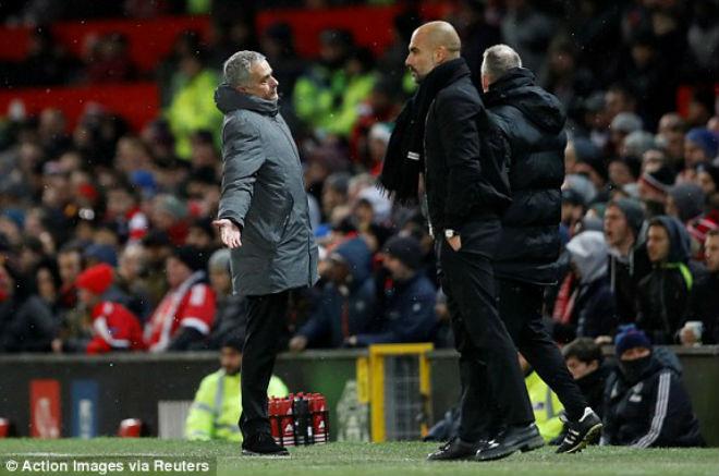 """MU thua derby: Mourinho xỉa xói trọng tài, """"đầu hàng"""" Man City 1"""