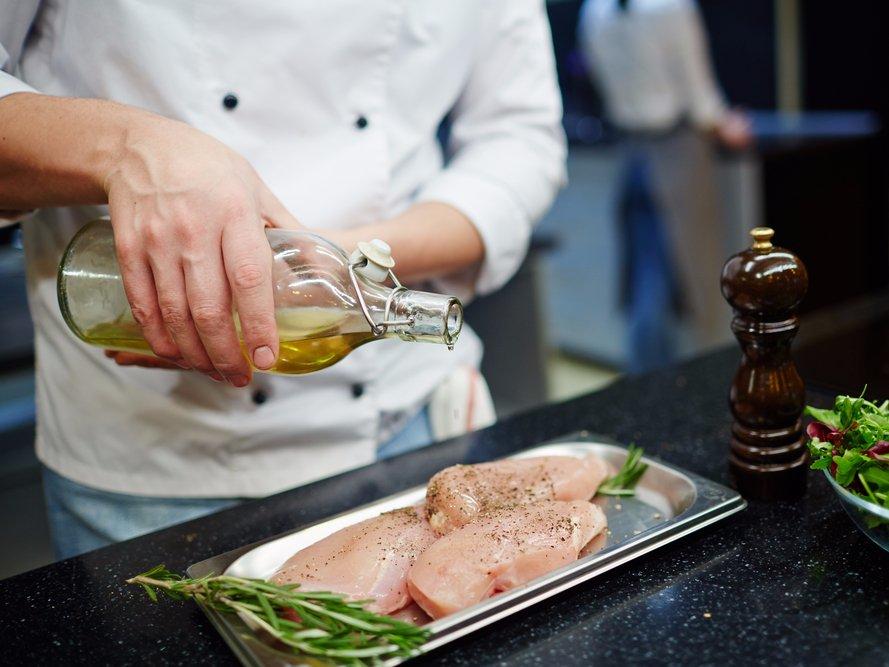8 sai lầm tai hại khi chế biến thịt gà khiến bạn rước bệnh vào thân - 4