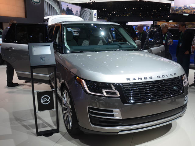 Range Rover SVAutobiography 2018 chốt giá 4,7 tỷ đồng - 1
