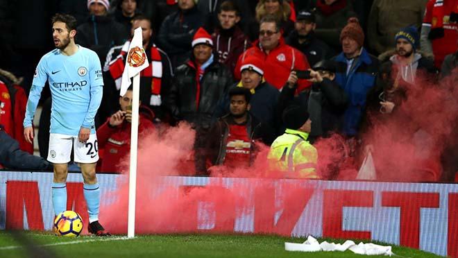 MU khốn khổ sau derby: Mourinho&Lukaku bị điều tra, nguy cơ phạt nặng