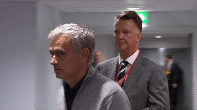 """Van Gaal """"buồn ngủ"""" cũng chê MU của Mourinho buồn tẻ 1"""