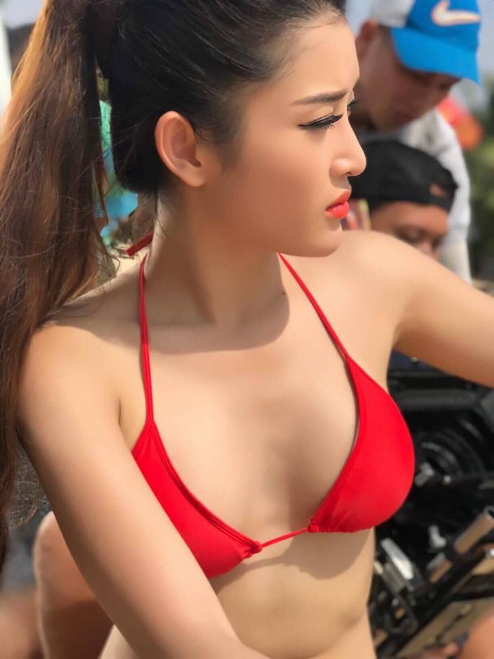 Huyền My mặc bikini đẹp nuột nà mừng sinh nhật tuổi 22 - 2