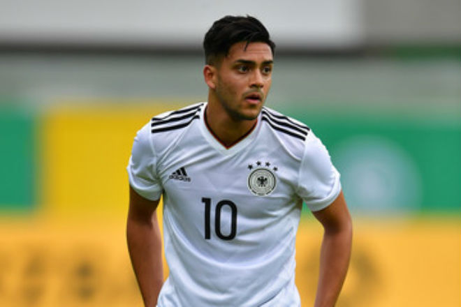 """Chuyển nhượng MU: """"Quỷ đỏ"""" săn nhà vô địch U21 châu Âu 1"""