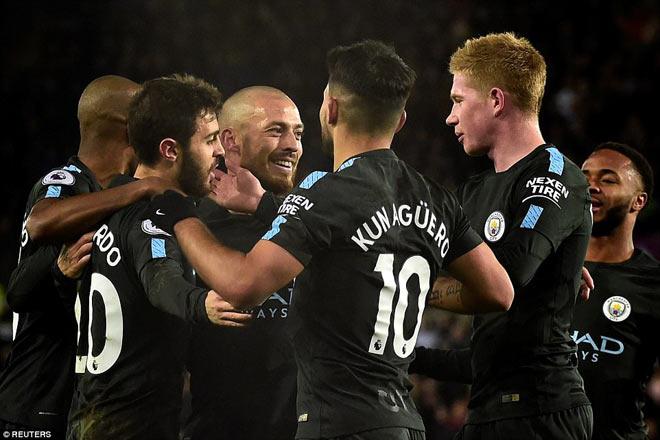 """Khi cả Ngoại hạng Anh vật vã """"leo núi"""", Man City dạo chơi 2"""