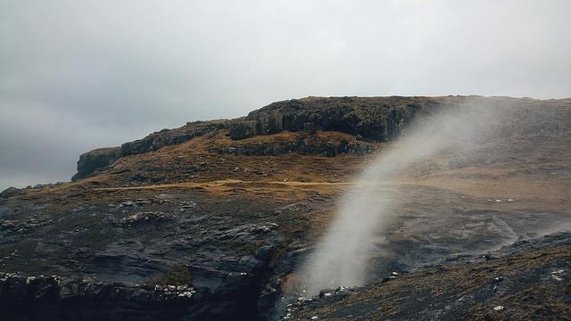 Lạ lùng những địa danh nước chảy ngược, ô tô tự leo lên dốc