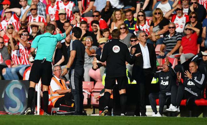 """MU khốn lại thêm khó: Âm mưu hại Mourinho ở """"chặng hành xác"""""""