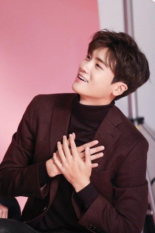 Lee Min Ho bật mí bí mật da đẹp thách thức hội chị em
