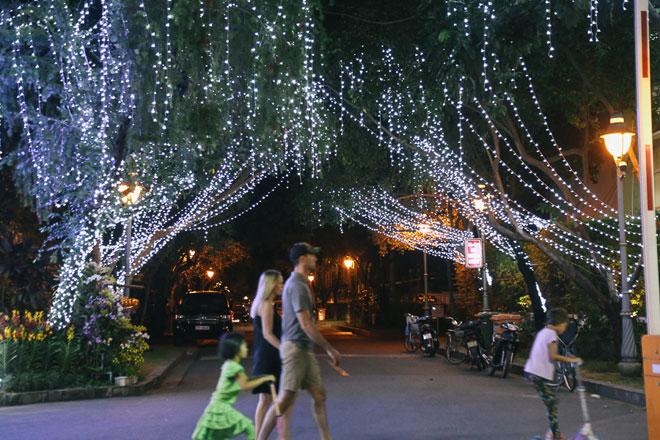 """Giáng sinh ở Sài Gòn: """"Lạc lối"""" ở 2 khu phố nhà giàu - 3"""