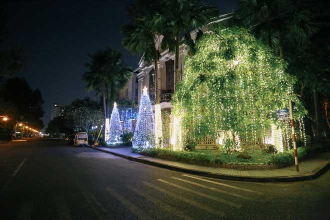 """Giáng sinh ở Sài Gòn: """"Lạc lối"""" ở 2 khu phố nhà giàu - 10"""