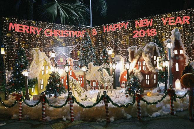 """Giáng sinh ở Sài Gòn: """"Lạc lối"""" ở 2 khu phố nhà giàu - 5"""