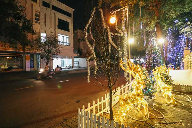 """Giáng sinh ở Sài Gòn: """"Lạc lối"""" ở 2 khu phố nhà giàu - 14"""