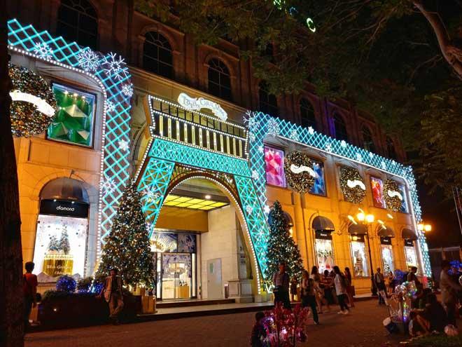 """Giáng sinh ở Sài Gòn: """"Lạc lối"""" ở 2 khu phố nhà giàu - 15"""
