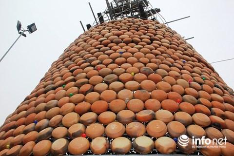 Độc đáo 'cây thông' Noel được làm bằng hàng nghìn chiếc nồi đất - 5