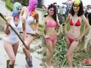 Thời trang - Con gái Trung Quốc mặc áo tắm đi làm ruộng, chăn bò gây xôn xao