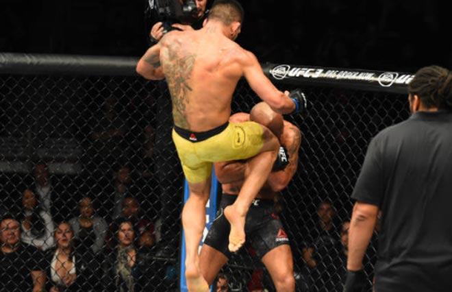 UFC, Lawler - Dos Anjos: Ăn đòn liên tiếp vẫn cười vui bí hiểm 2