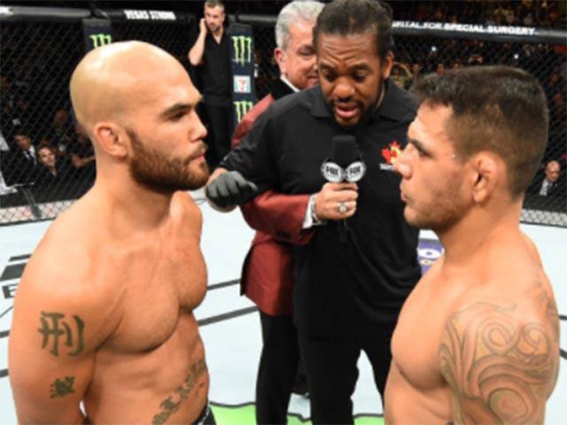 """Siêu phẩm UFC: """"Đầu gấu"""" ăn đòn, nằm im như thóc 1"""