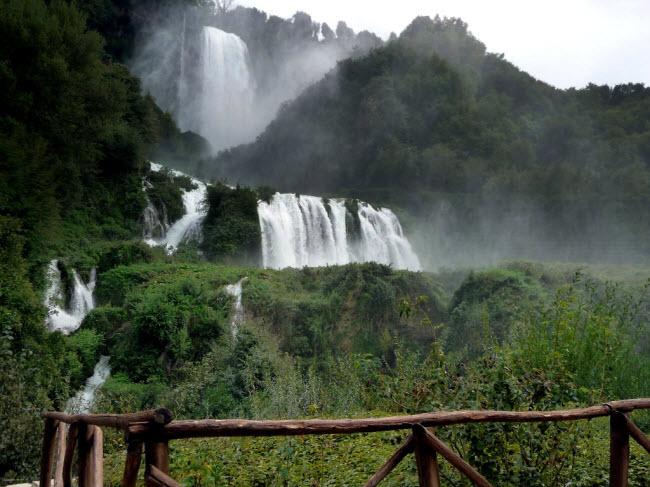 Với chiều cao 165m, đây cũng là một trong những thác nước cao nhất ở châu Âu.