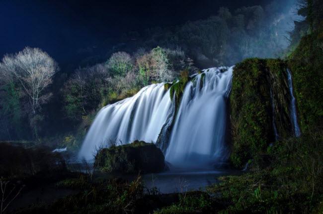 Thách Cascata delle Marmore thực chất là thác nước nhân tạo cao nhất Italia.