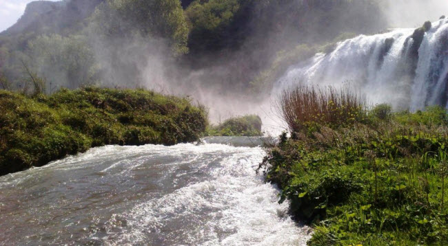 Để hài hòa giữa lợi ích của nhà máy thủy điện và phát triển du lịch, thác Cascata delle Marmore được cho chảy theo khung giờ nhất định.