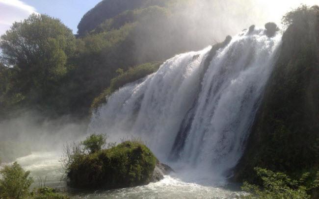 Bình thường, thác nước chảy từ 12 giờ đến 13 giờ và từ 16 giờ đến 17 giờ hàng ngày.