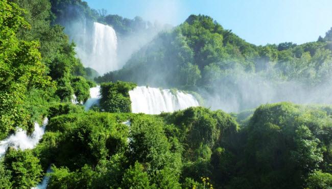 Thời gian hoạt động của thác nước có thể tăng lên vào những ngày nghỉ lễ.