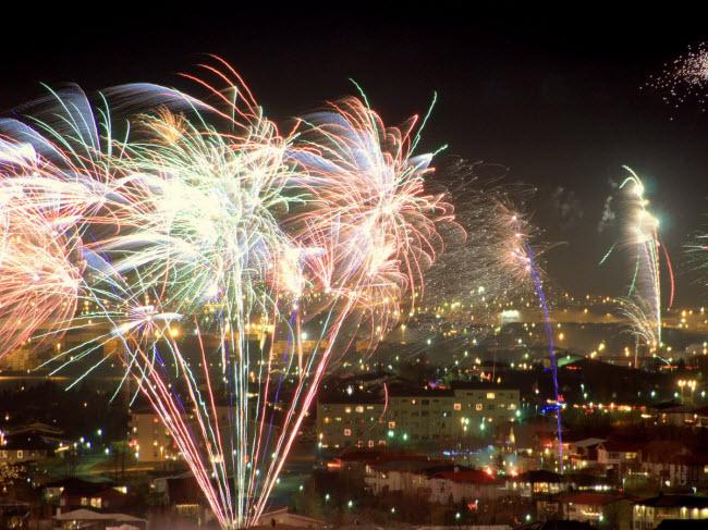 """10 đại tiệc đón năm mới 2018 """"nóng rẫy"""" trên khắp hành tinh - 4"""