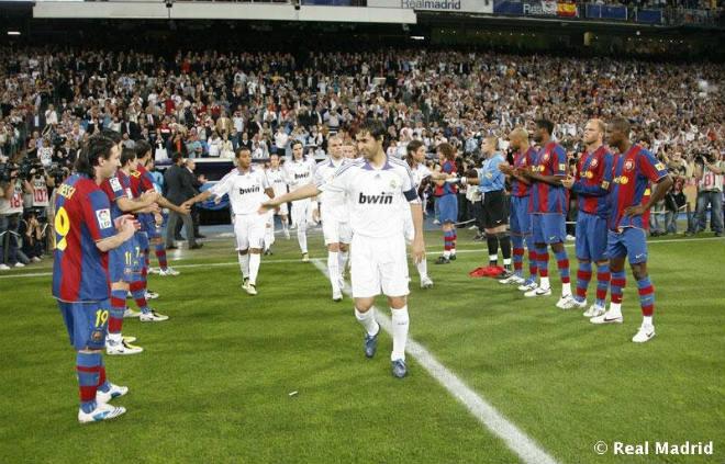 """Siêu kinh điển: Ronaldo ngông cuồng, Barca """"thách"""" Real vô địch La Liga"""