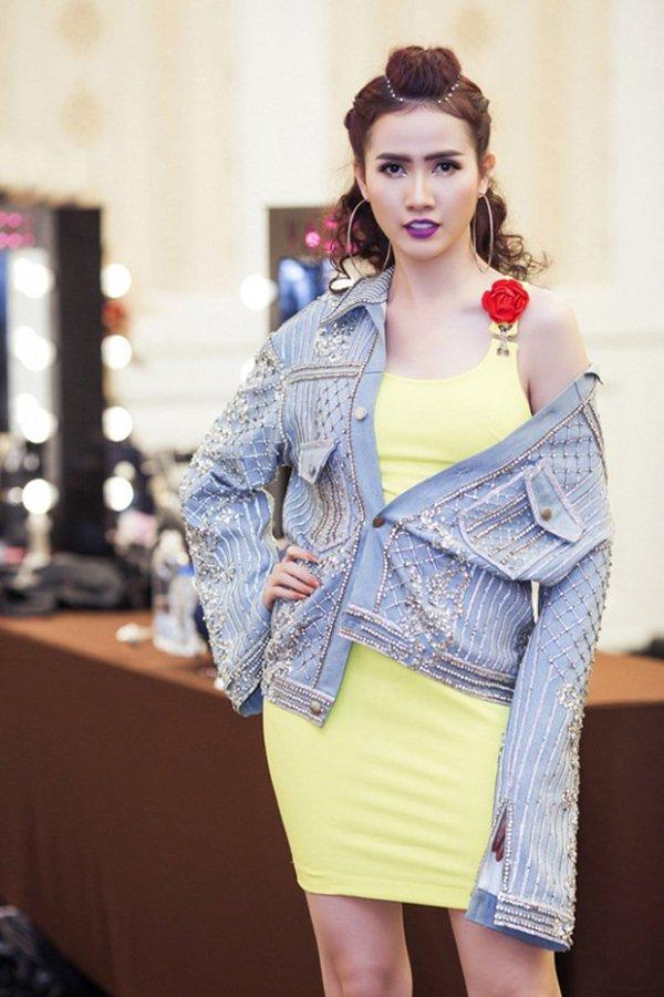 Hết hồn với top 10 bộ váy thảm họa nhất showbiz Việt năm 2017 - 4
