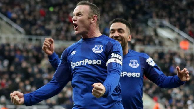 """Rooney """"bung lụa"""" ghi bàn: MU – Mourinho có tiếc khi """"đổi"""" Lukaku? 1"""