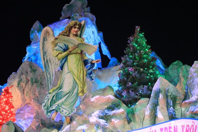 TP HCM: Hàng nghìn người đổ về xóm đạo đón Noel sớm - 2