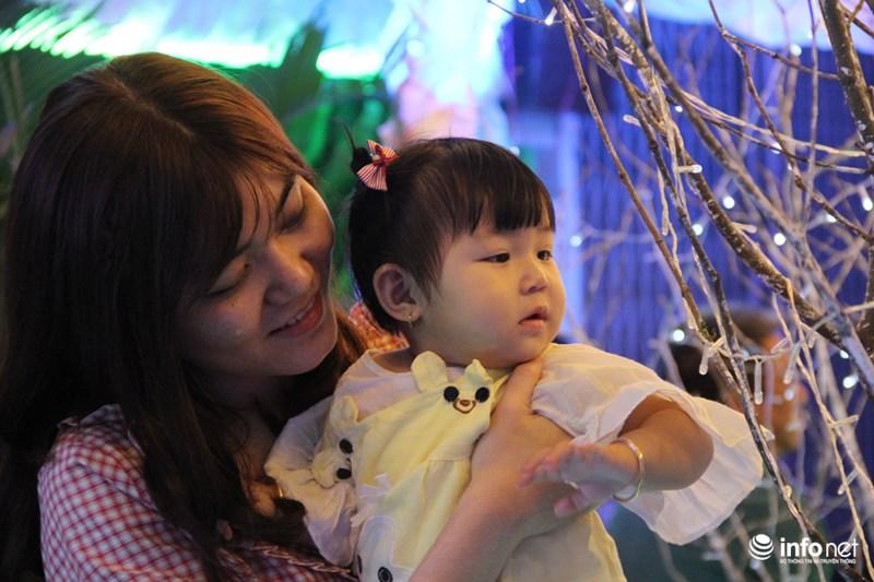 TP HCM: Hàng nghìn người đổ về xóm đạo đón Noel sớm - 12