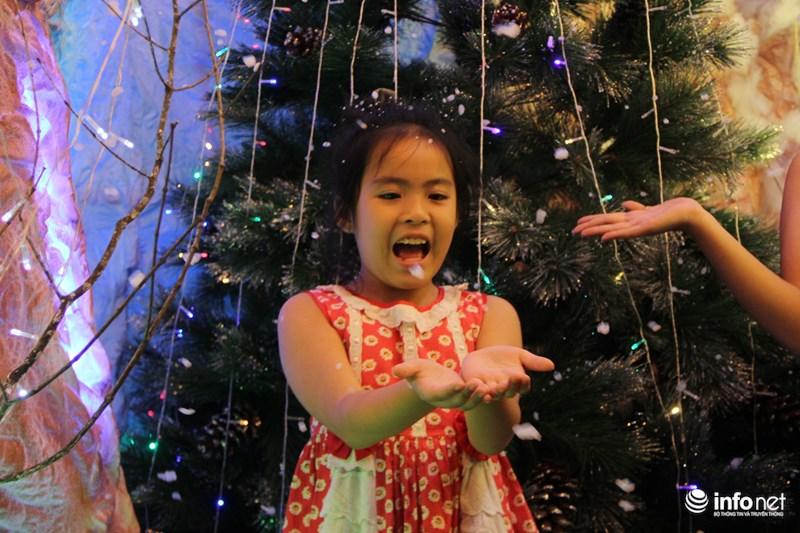 TP HCM: Hàng nghìn người đổ về xóm đạo đón Noel sớm - 10