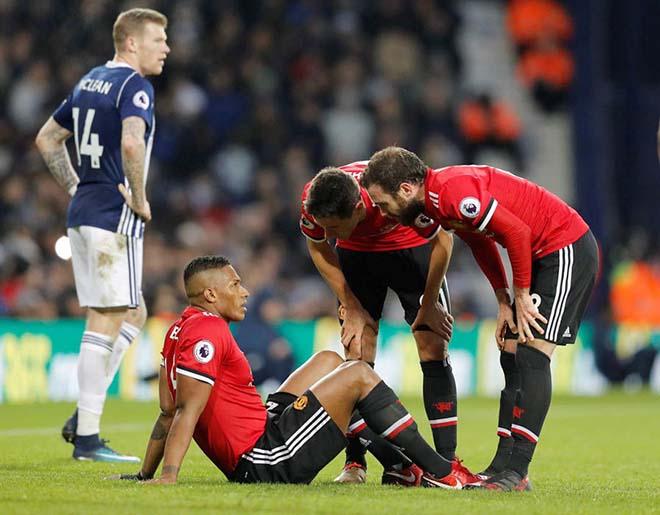 Trại thương binh MU: Mourinho cay nghiệt, hại trò và hại mình 1