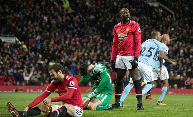 """MU bất lực bám Man City: """"Phép thuật"""" Mourinho mùa hai đã hết 1"""