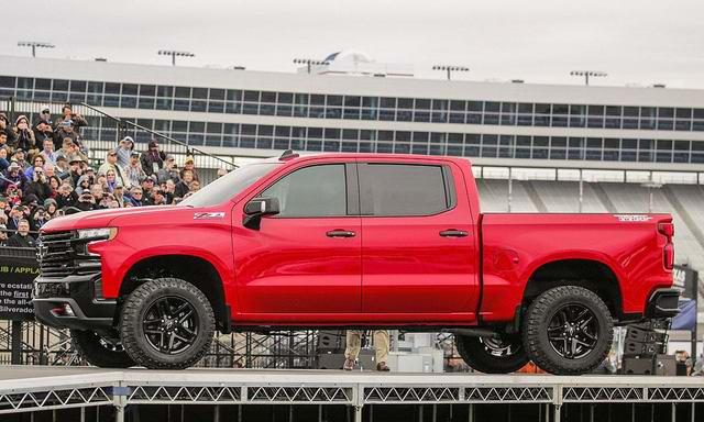 Chevrolet Silverado 2019 hứa hẹn đánh bại Ford F-150