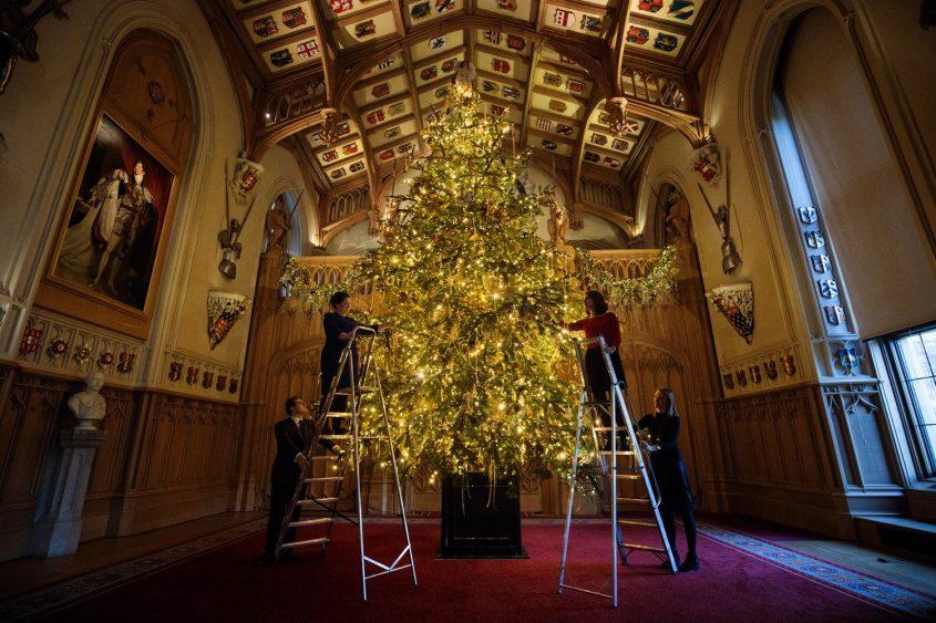 """Choáng ngợp 12 cây thông Noel đẹp và """"khủng"""" nhất năm 2017 - 6"""