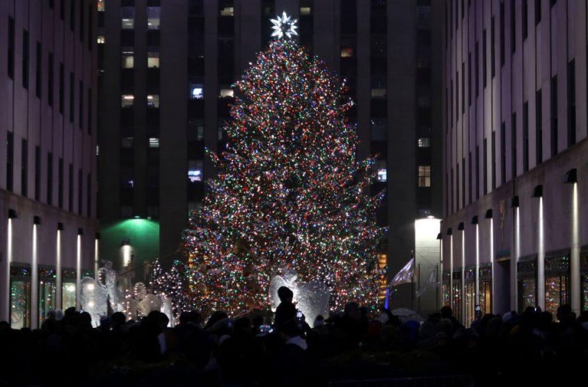 """Choáng ngợp 12 cây thông Noel đẹp và """"khủng"""" nhất năm 2017 - 12"""