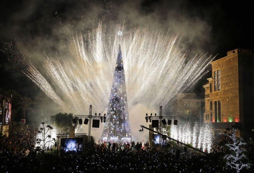 """Choáng ngợp 12 cây thông Noel đẹp và """"khủng"""" nhất năm 2017 - 9"""