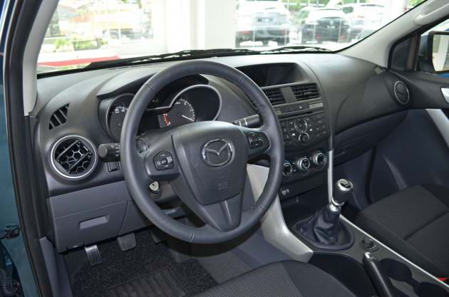 Giá Mazda BT-50 MT còn 592 triệu đồng, rẻ nhì Việt Nam - 2