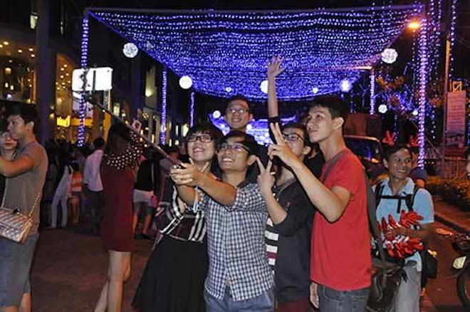 """Dẫn """"gấu"""" đi chơi Noel tại 8 địa điểm lãng mạn nhất Sài Gòn - 6"""