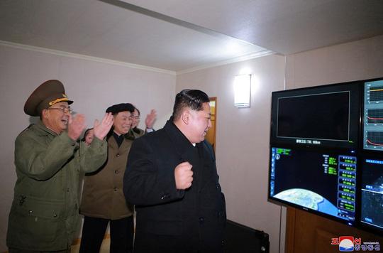 Triều Tiên thử nghiệm nạp virus bệnh than vào tên lửa?
