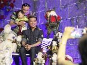 Đời sống Showbiz - Hàng trăm người chen lấn chụp ảnh Noel tại biệt thự 3 triệu USD của Đàm Vĩnh Hưng