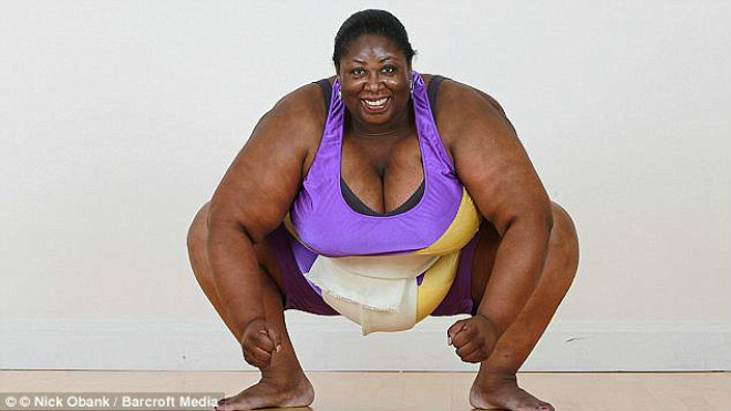"""""""Nữ quái"""" nặng 203kg, cao 1m82 : Chi 200 tỷ VNĐ tuyển chồng, vẫn ế 1"""